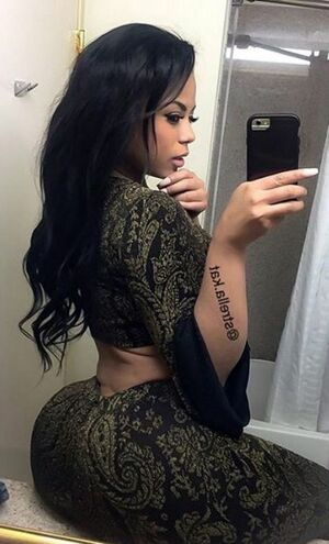 Big black tits and ass. Sexy selfie !! Oh, yes, I'm ready to fuck the screen when I see these black ladies